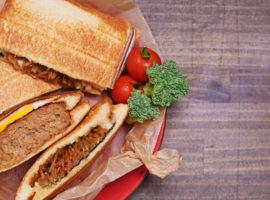 サクサク食感が美味しい!『ハンバーグサンド』と『惣菜サンド』の作り方
